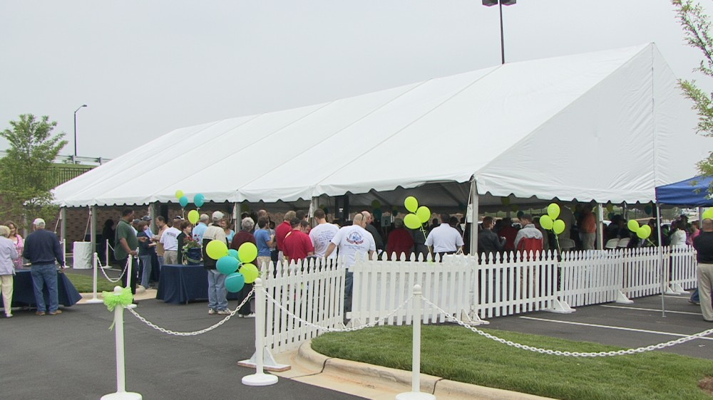 Breaking a Guinness World Record at Tanger Outlets, May 12, 2011